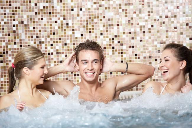 Úprava vody ve vířivce, swim spa či bazénu od A po Z
